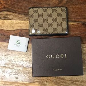 Authentic Gucci men's wallet with box.